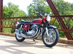 CB750 - Not sure of the year. Awesome pic, pretty bike  www.motorcyclecloset.com