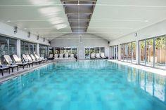 La piscine chauffée du Jiva Hill Resort, hôtel 5* Relais Châteaux, à 15 minutes de Genève #piscine #hoteldeluxe