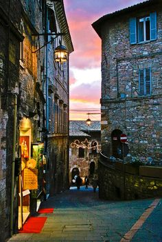 Assisi, Italy tengo algo ITALIANO..DIVINA y mis teriosa callesita...