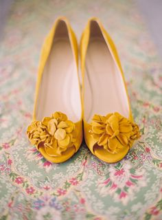 Mustard yellow wedding heels with floral embellishment - Photo by Michelle Warren Photography Yellow Wedding Shoes, Mustard Yellow Wedding, Yellow Shoes, Wedding Heels, Wedding Blog, Wedding Events, Wedding Styles, Dream Wedding, Wedding Day
