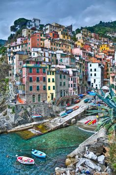 Hiking Cinque Terre | Catch the Jiffy