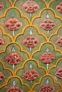 Индийские паттерны. Книга на английском Lehri Roxana по орнаментам Индии - текста практически нет, 90% рисунки.