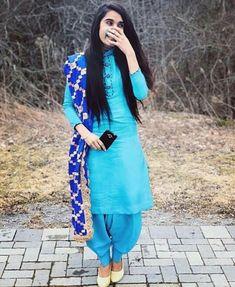47 Ideas for hair styles for girls crazy Phulkari Suit, Patiala Salwar Suits, Salwar Suits Party Wear, Salwar Dress, Punjabi Suits, Banarasi Suit, Punjabi Dress, Pakistani Dresses, Indian Dresses