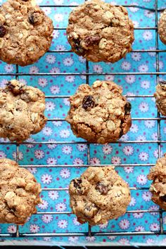 gwyneth paltrows oatmeal raisin cookies | The Clever Carrot
