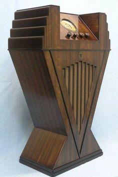 The stunning 1934 art deco Pacific Elite radio made in New Zealand. Art Deco Period, Art Deco Era, Art Deco Furniture, Antique Furniture, Mission Furniture, Furniture Catalog, Retro Furniture, Moda Art Deco, Art Nouveau