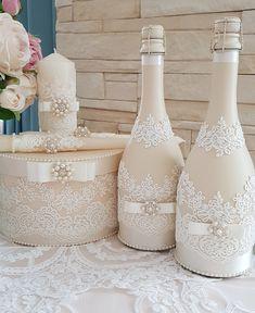 Diy Bottle, Wine Bottle Crafts, Bottle Art, Wedding Wine Glasses, Wedding Bottles, Dollar Tree Wedding, Decorated Wine Glasses, Inexpensive Wedding Favors, Wedding Unity Candles