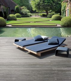 Landscaped Garden in Aartselaar, Antwerp Belgium designed by Jan Joris TuinArchitectuur bvba (styled with the Sabi Lounger by Paola Lenti - http://www.paolalenti.it/prodotto/show/sabi01/)