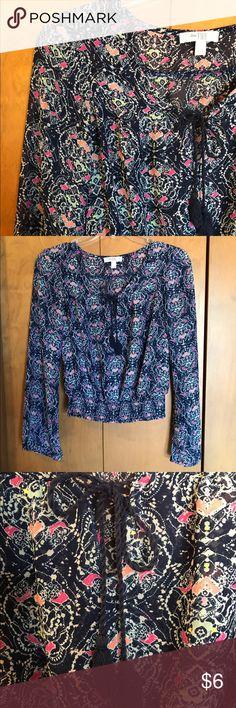 Fall Floral Boho Top EUC very pretty top has long sleeves that slightly taper out toward a looser, open wrist. Waistband is smocked-elastic for a finished look. Flattering scoop neck features a functional cord tie with tassels. Length 18.5 inches. Smoke-free home. Super fast shipping. Bundle and save 30% ⭐️⭐️⭐️⭐️⭐️ Love Fire Tops Blouses