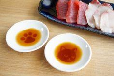 お刺身を食べるとにゃんこが現れる?セリアのネコ柄醤油皿がかわいい - Yahoo! BEAUTY