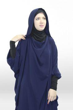 Tunique Young:hijab et capuche intégré Big Fashion, Hijab Fashion, Womens Fashion, Modele Hijab, Baggy Clothes, Beautiful Muslim Women, Turkish Fashion, Lookbook, My Wardrobe