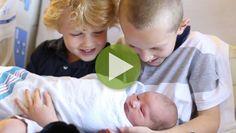 Als der kleine Dawson geboren beginnt für seine Eltern die schönste Zeit in ihrem Leben - doch auch die beiden Söhne freuen sich über ihren kleinen Bruder.