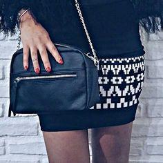 @chiaramonteleone_ - Da perfetta #ovspeople oggi mini skirt con motivi geometrici e fantastica tracolla in black...a d o r o @ovspeople #ovsjourney #OVS #OVSaw15