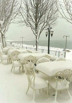 This is so beautiful. I would love to be there. #snow #winter #lake