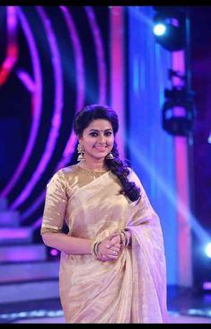 Saree Blouse Patterns, Sari Blouse Designs, Designer Blouse Patterns, Trendy Sarees, Fancy Sarees, Indian Fashion Dresses, Indian Outfits, Saree Trends, Blouse Models
