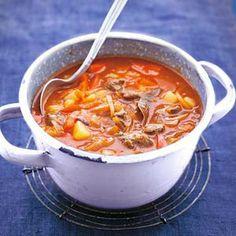 Recept - Goulashsoep - Allerhande Ik heb dit recept al twee keer gemaakt. Wat meer vlees toegevoegd omdat we dat lekker vinden. In porties ingevroren in de vriezer en het blijft lekker. Smullen geblazen dus :)
