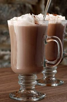 Here, our super simple recipe for DIY Irish cream. Feel free to adjust any of the amounts to suit your tastes. Irish Cream Coffee, Homemade Irish Cream, Whiskey Recipes, Cream Liqueur, Irish Whiskey, Unsweetened Cocoa, Hot Chocolate, Easy Meals, Food And Drink