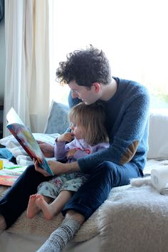 Aww older Ryan with his daughter? 'Cept his hair isn't really curly like this and his daughter's hair is a darker brown