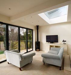 Surrey-based homeowners specified our market-leading SkyView rooflight to create a spectacular feature for their single storey extended living space. Orangerie Extension, Extension Veranda, House Extension Plans, House Extension Design, Rear Extension, Living Room Extension Ideas, Bungalow Extensions, Garden Room Extensions, House Extensions