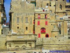 Calles de La Valeta #malta http://www.pacoyverotravels.com/2014/07/la-valeta-en-un-dia-que-ver-hacer-con-ninos.html