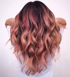 The Rose Gold Hair Color Had Been Up-And-Comming For The Spring 2019 Hair Season, However This Season Features A Rose Gold Balayage. Balayage Is. Rose Hair Color, Ombre Hair Color, Hair Color Balayage, Rose Gold Balayage Brunettes, Rose Gold Bayalage, Auburn Ombre Hair, Subtle Hair Color, Short Balayage, Auburn Balayage