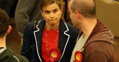 Μάρω Λάτση H Jo Cox ήταν υπέρ των βομβαρδισμών στη Συρία και υπέρ της χρηματοδότησης της Αλ-Κάιντα. Ο άντρας της, Brendan Cox, υποχρεώθηκε να παραιτηθεί τον περασμένο Νοέμβριο από την οργάνωση
