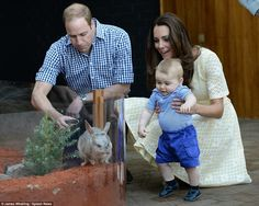 Kate, William and George went to Sydney's Taronga Zoo to visit the Prince George Bilby exh... http://dailym.ai/1iAzYgw#i-a9730e6e
