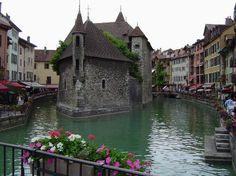 Annecy, magnifique ville de Haute Savoie avec un lac d'une pureté incroyable