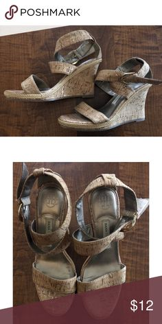 35a63d467 Dana Buchman Women s Wedge Sandal Size 8.5M Nice natural colored sandal  wedge. In great