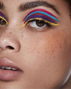 Unfortunately, eyeshadow may be one of the toughest makeup products to use and master. Cut crease eyeshadow is among the current key eye makeup trends. Dramatic Eye Makeup, Eye Makeup Art, Colorful Eye Makeup, Dramatic Eyes, Beauty Makeup, Yellow Makeup, Makeup Set, Metallic Eye Makeup, Makeup Trends