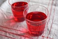 いちばん丁寧な和食レシピサイト、白ごはん.comの『赤しそジュースの作り方』を紹介するレシピページです。クエン酸で作るやり方、リンゴ酢で作るやり方、2種類を紹介しています。風味のさわやかな赤しそジュース、ぜひおうちで手作りでしてみてください。