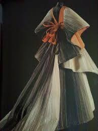 Imagini pentru antonio fortuny designer Retro Fashion, Fashion Art, High Fashion, Vintage Fashion, Fashion Outfits, World Of Wearable Art, Italian Fashion Designers, Couture Details, Vintage Couture