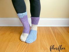 Home All Day Slipper Socks - These free crochet sock patterns are the perfect gift to those who always seem to lose a pair or who prefer to keep their toes toasty at all times. Easy Crochet Socks, Crochet Socks Pattern, Crochet Boots, Crochet Slippers, Crochet Clothes, Free Crochet, Crochet Baby, Knit Crochet, Crochet Patterns