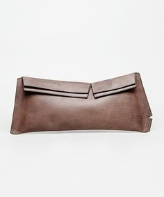 Sculpted brown leather clutch bag by Maison Martin Margiela. My Bags, Purses And Bags, Best Handbags, Little Bag, Leather Clutch, Leather Bags, Brown Leather, Beautiful Bags, Leather Working