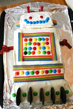 Robot Cake! by Wendy Copley, via Flickr. This is the best cake ever.