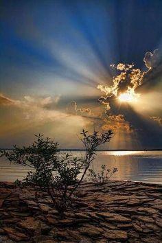 largest lake, Lake Eufaula in eastern Oklahoma, also has some of the largest sunrises and sunsets.Oklahoma's largest lake, Lake Eufaula in eastern Oklahoma, also has some of the largest sunrises and sunsets. Beautiful Sunset, Beautiful World, Beautiful Images, Landscape Photography, Nature Photography, Photography Tips, Nature Pictures, Beach Pictures, Amazing Nature