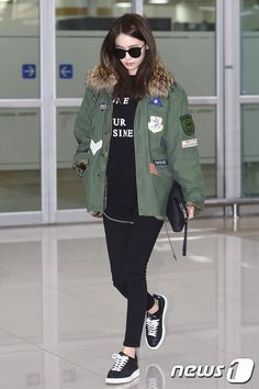 Check out the airport pictures from YoonA's arrival in Korea ~ Wonderful Generation