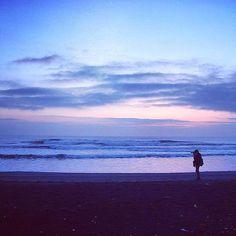 【h.n1007】さんのInstagramをピンしています。 《この前、久しぶりに海へ写真を撮りに行きました^ ^ 海は波の音が心地よくて良いですね◎ #海 #sea #夕焼け空 #sanset #nikond5300 #写真好きな人と繋がりたい #おしゃれさんと繋がりたい》
