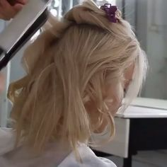 WEDDING INSPO WEDNESDAY 💗 We love this super soft, tussled styling. Great to show off beautiful dress back detailing or an open neckline to really show off and open up your elegant & feminine neckline. Short Hair Updo, Short Hair Cuts, Short Hair Styles, Wedding Hairstyles Tutorial, Fancy Hairstyles, Bridal Hair Inspiration, Long Hair Video, Magic Hair, Hair Videos