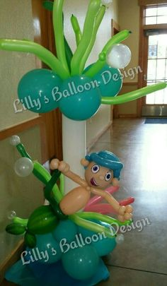 Bubble Guppie balloon column