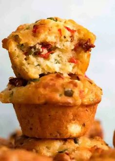 Mediterranean Savoury Muffins Stack of 3 Mediterranea Savoury Muffins – cheesy muffins with olives, sun dried tomatoes, roasted peppers, feta and cheese Savory Muffins, Cheese Muffins, Savory Scones, Courgettes Weight Watchers, Quiche Sans Gluten, Marinated Grilled Vegetables, Brownie Sans Gluten, Recipetin Eats, Recipe Tin