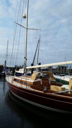 Morris Yacht 42,  beautiful lines.