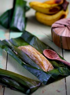 These steamed banana parcels, otherwise known as lepat pisang, make for a lovely dessert or just a tea-time snack By Rohani Jelani & Photography by Law Soo Phye Looks like otak-otak, but with banana. Asian Snacks, Asian Desserts, Sweet Desserts, Asian Recipes, Sweet Recipes, Malaysian Cuisine, Malaysian Food, Indonesian Food, Indonesian Desserts