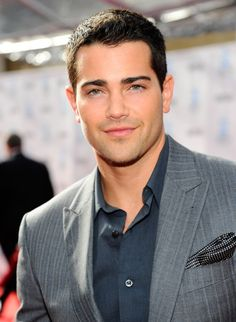 Jesse Metcalfe ahhhhhh the garden boy from desperate housewives would make a great Jose!