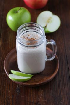 Apple Pie Almond Butter Smoothie - a healthy and delicious fall breakfast #vegan