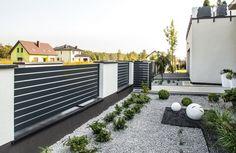 House Fence Design, Front Yard Garden Design, Front Gate Design, Door Gate Design, Front Yard Fence, Backyard Fences, Backyard Landscaping, Beautiful House Plans, Modern Fence