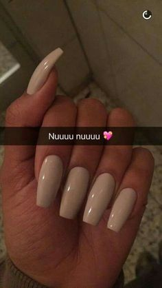On average, the finger nails grow from 3 to millimeters per month. If it is difficult to change their growth rate, however, it is possible to cheat on their appearance and length through false nails. Colorful Nail Designs, Acrylic Nail Designs, Acrylic Nails, Acrylics, Pink Nails, My Nails, Hair And Nails, Beige Nails, Long Gel Nails