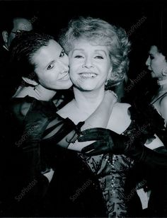 CA136 1989 Debbie Reynolds Daughter Carrie Fisher Thalians Ball Press Photo Golden Age Of Hollywood, Classic Hollywood, Old Hollywood, Debbie Reynolds Carrie Fisher, Eddie Fisher, Hollywood Heroines, Julie Andrews, Famous Women, Famous People