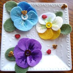 """Most up-to-date Free of Charge Pansies crafts Style Pansies are the multi-colored blooms with """"faces."""" A new cool-weather favorite, pansies are good for the Felt Diy, Felt Crafts, Fabric Crafts, Felt Flowers, Fabric Flowers, Paper Flowers, Diy Flowers, Colorful Flowers, Felt Embroidery"""