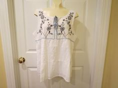 REASONABLE OFFER'S ACCEPTED TODAY!!  Tracy Porter White Eyelet Sleeveless Top w/Embroidered Flowers Size 12-14 NICE! #TracyPorter #SleevelessTop #Any