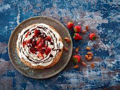 Frisk, Hummus, Baking, Ethnic Recipes, Cakes, Food, Cake Makers, Bakken, Kuchen